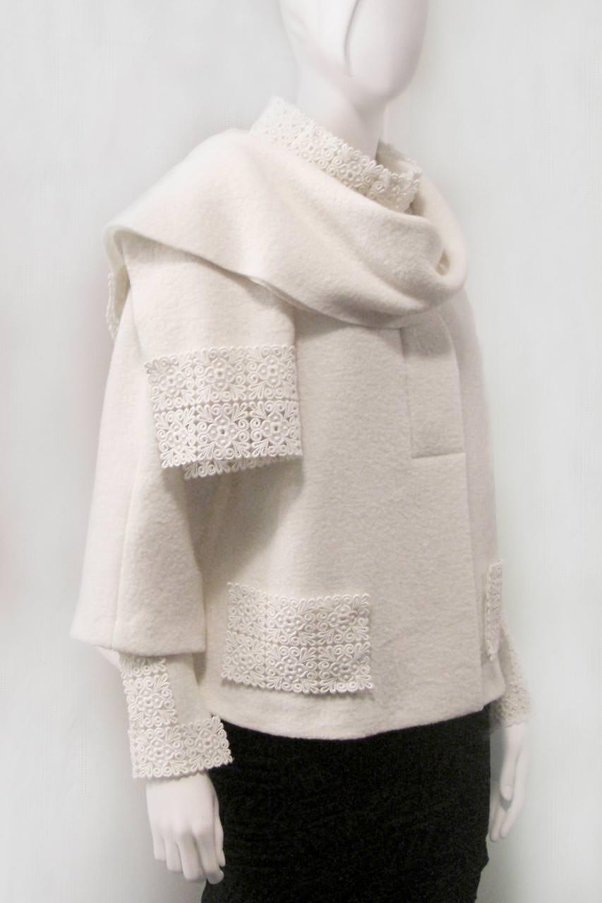 Weisse Muetze mit Schal
